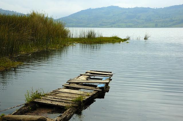 Pequeño muelle a las orillas del lago Pomacochas