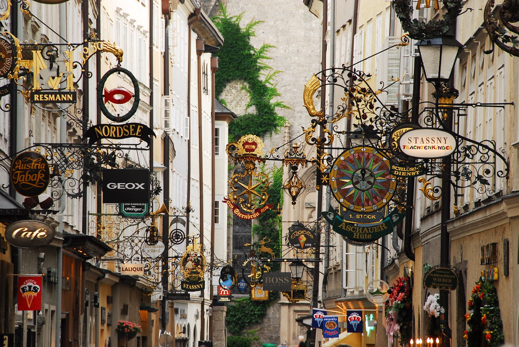 nice shot of getreidegasse