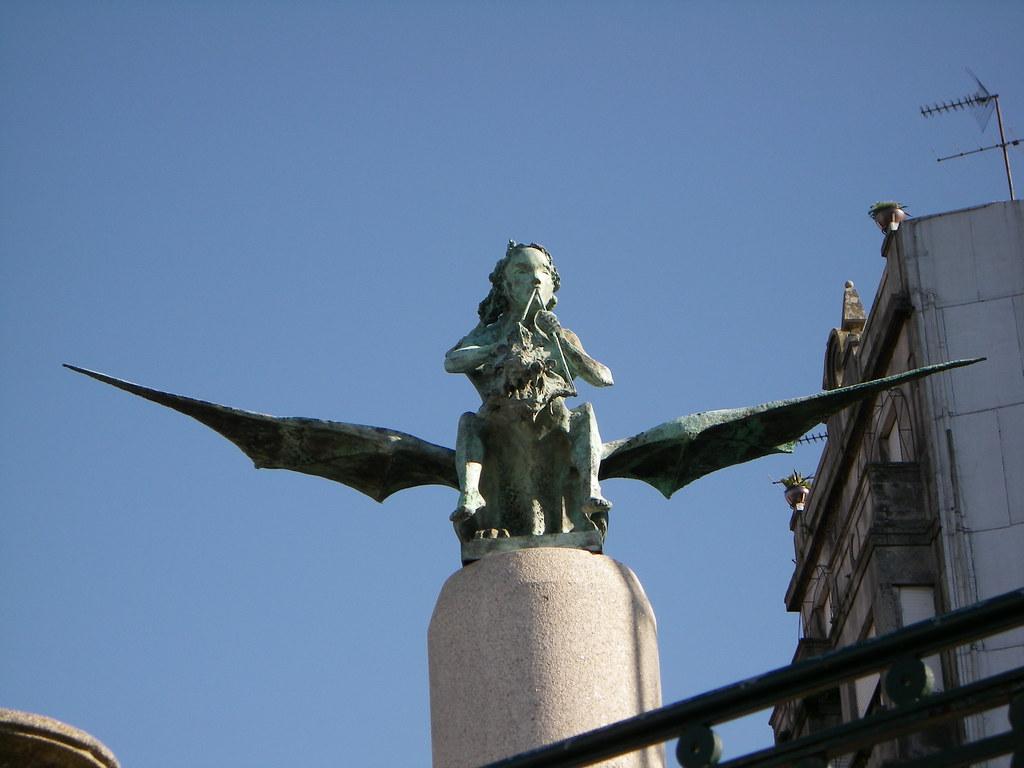 Escultura en el paseo de Alfonso XII