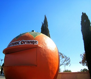 """California Crazy"" Orange Juice Stand on Route 66 (1936)"
