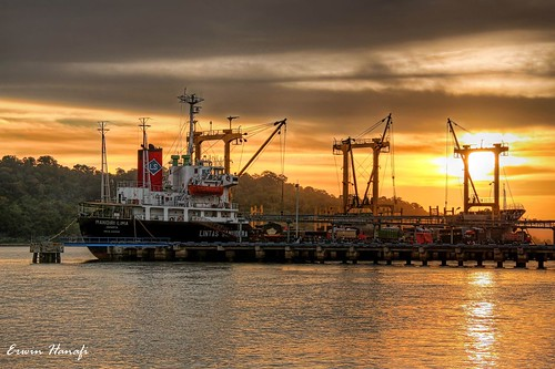 sunset sky sun water port canon indonesia java ship central hdr cilacap bogasari