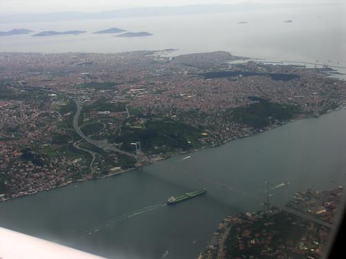 Sabiha Gökçen repülőtér ott van az utolsó szigettől balra. Sokat balra...