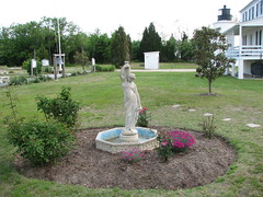 3850 View of Statue and Grounds