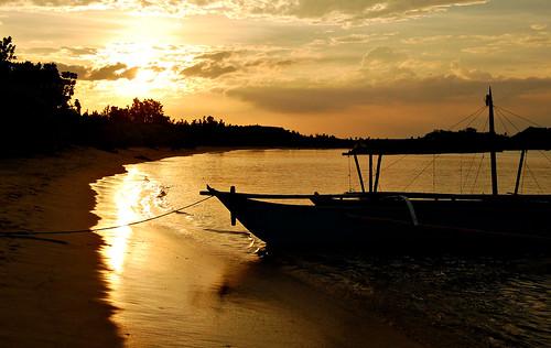 sunset beach silhouette boat philippines caramoan nikond40 caramoanpeninsula sabitanlaiya i♥pinas 2008wascrazy