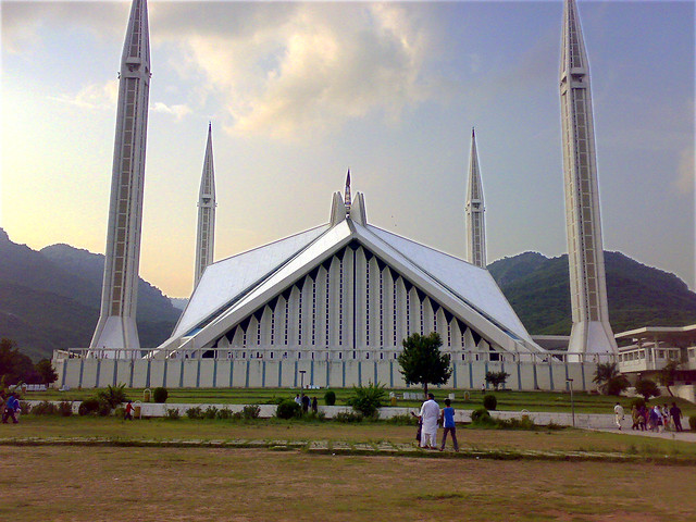Shah Faisal Mosque by CC user asimzb on Flickr