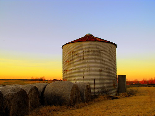 door sky fall colors grass skyline is rust glow open earth vibrant vivid silo gradient weathered glowing hay bales bale vibrance the rotoballe greeneyephoto theearthisglowing