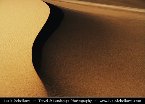 Mongolia - Shapes of Khongor Sand Dunes at Gobi desert
