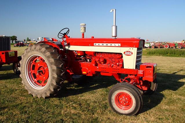 Farmall 560 Tractor : Farmall heritage tractor adventure by
