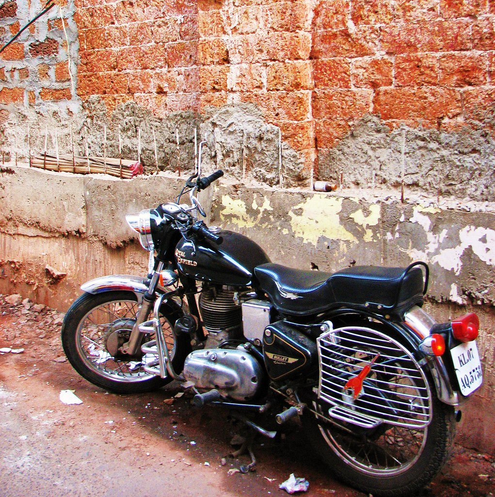 The Royal Enfield Bullet 350, Broadway, Cochin