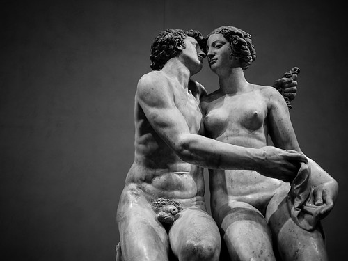 lovers in the museum