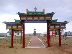 tower(0.0), temple(1.0), shinto shrine(1.0), chinese architecture(1.0), place of worship(1.0), shrine(1.0), torii(1.0),