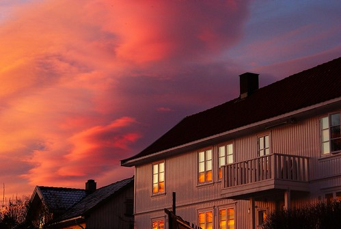 wood pink roof sky white house window beautiful norway clouds sunrise reflections svelvik explored bildekritikk