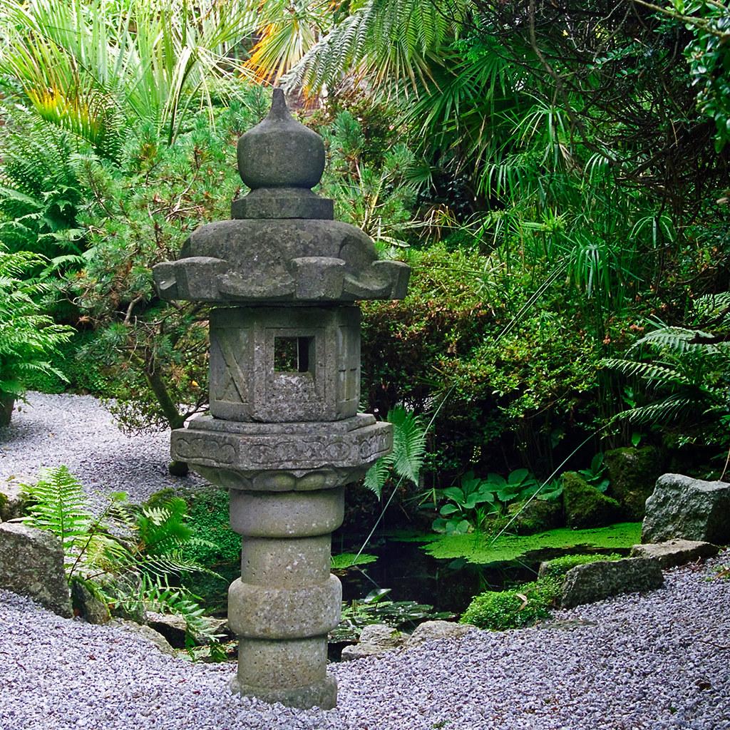 Lamorran gardens cornwall uk a coastal garden with sub for Japanese garden features