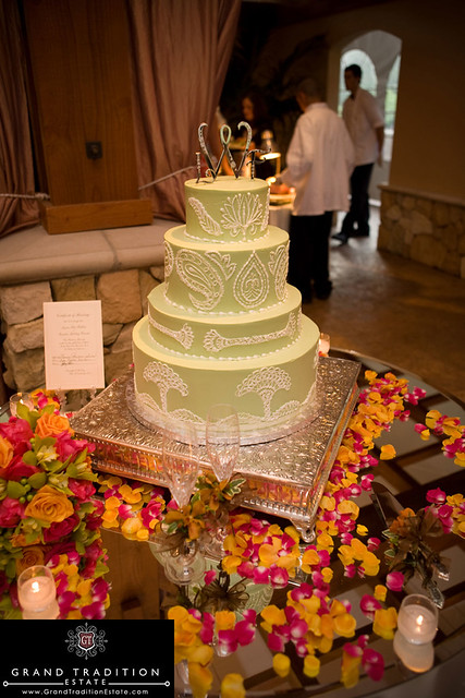 wedding cake cake table at the grand tradition estate in san diego