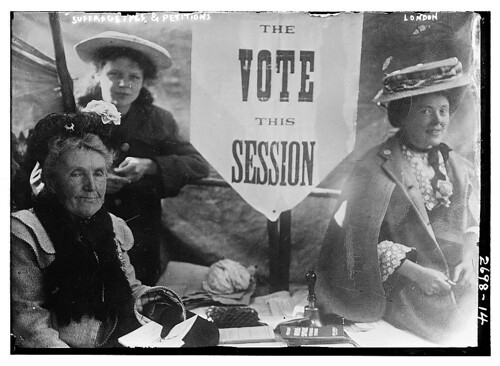 Suffragettes with petitions, 1914 (photo: Library of Congress, flickr)