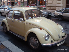 volkswagen new beetle(0.0), automobile(1.0), volkswagen beetle(1.0), wheel(1.0), vehicle(1.0), automotive design(1.0), subcompact car(1.0), city car(1.0), volkswagen type 14a(1.0), antique car(1.0), land vehicle(1.0),