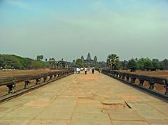 2008/03/04 - 14:52 - 西塔門を過ぎたところ。まだまだこんなに遠い。 At the west gate, more approach way to the temple.