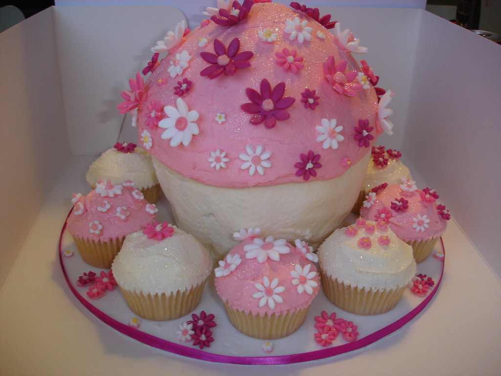 Big Cupcake Images : 10 giant cupcakes we have known and loved