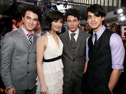 Demi Lovato   Jonas Brothers on Demi Lovato And The Jonas Brothers   Flickr   Photo Sharing