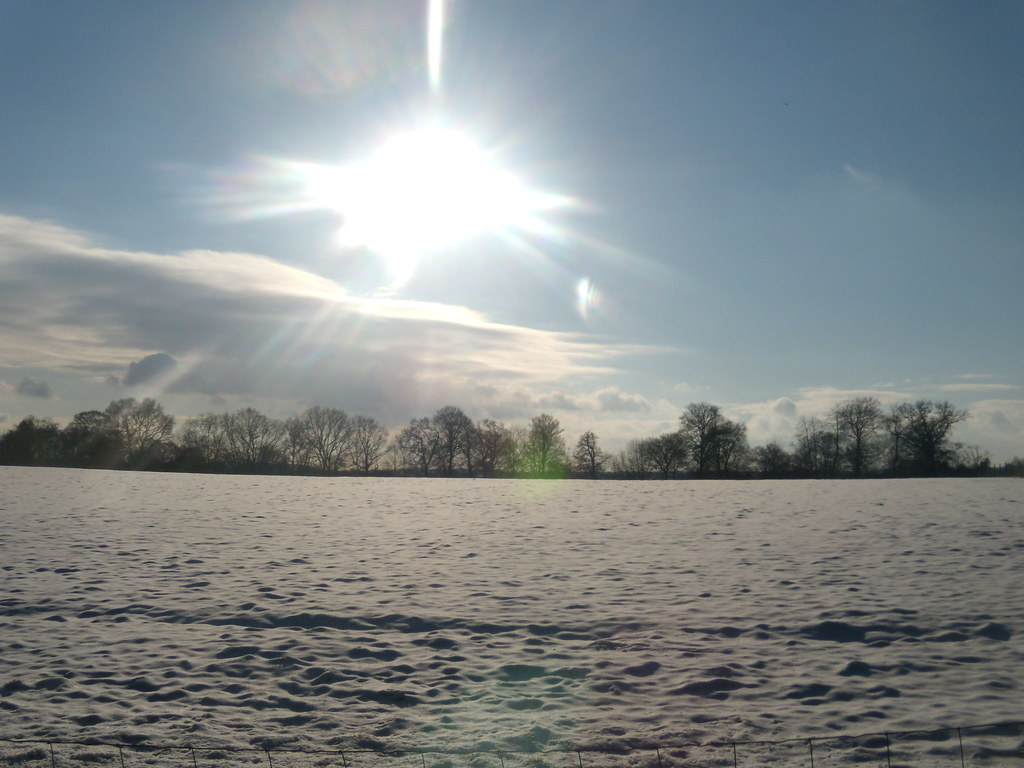 Sun and snow Saunderton via West Wycombe (short Walk)