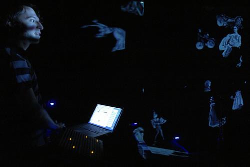 Multi_08_07> Daedelus + Dantes + À Colecionadora