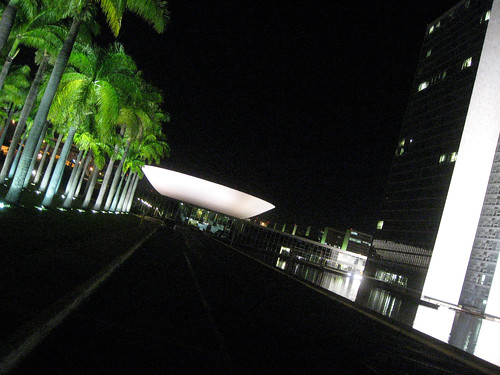 "Brasília, Oscar Niemeyer, Congresso Nacional - <a href=""http://www.flickriver.com/photos/paolo_savonuzzi/2891319633/"">on black</a>"