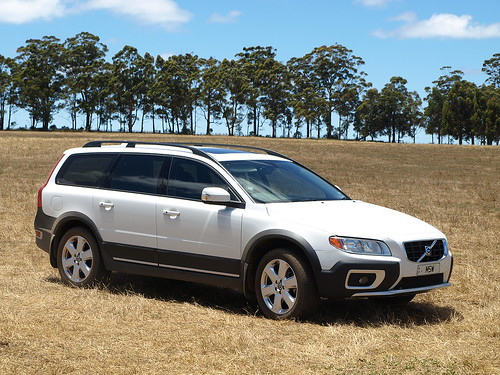 volvo xc70 cross country info page great photos of white xc70 d5 working hard in australia. Black Bedroom Furniture Sets. Home Design Ideas