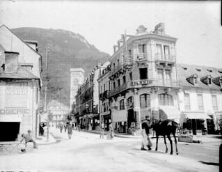 Arrivée à l'église, Luchon, 13 août 1908