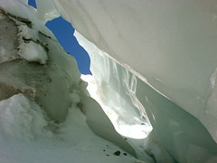 melting(0.0), ice cave(1.0), white(1.0), snow(1.0), glacial landform(1.0), ice(1.0), freezing(1.0), iceberg(1.0),