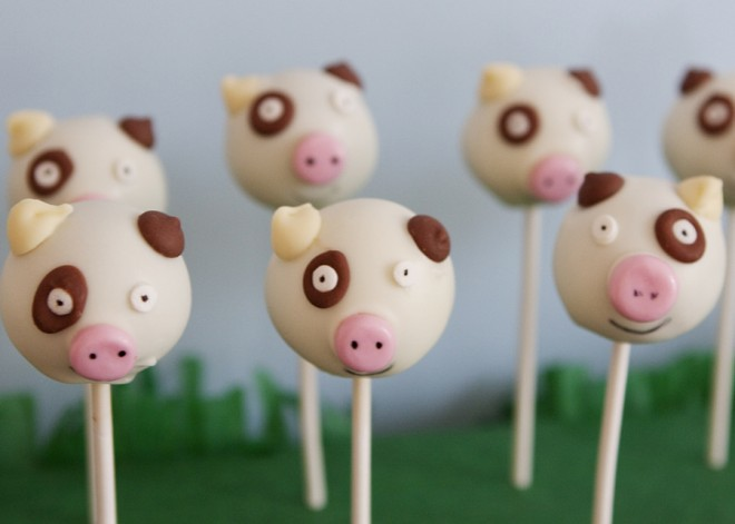 Images Of Cute Cake Pops : Super cute pig and sheep cake pops from a farm yard ...