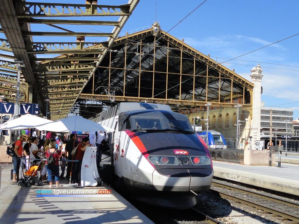 La rame TGV PSE 65 célébrant les 30 ans du TGV à Marseille