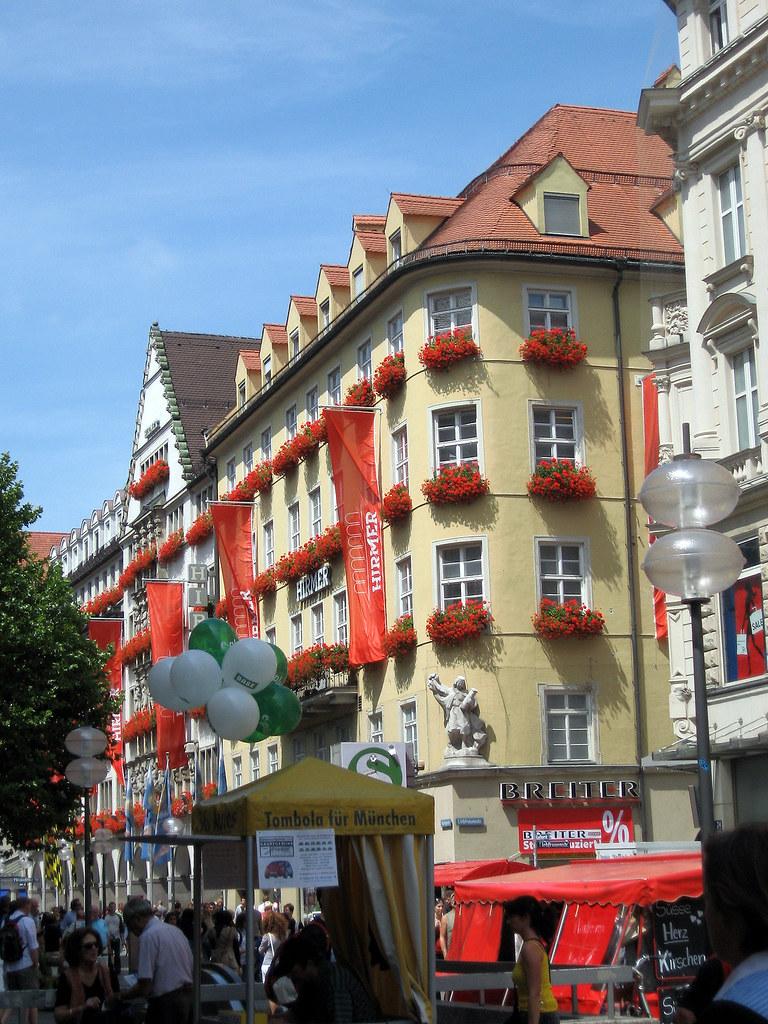 kaufingerstrasse munich tourist guide. Black Bedroom Furniture Sets. Home Design Ideas