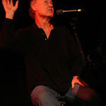 Bruce Hornsby shares stories at the 2008 Holiday Cheer for 'FUV Concert  Photo by Jeff Fasano