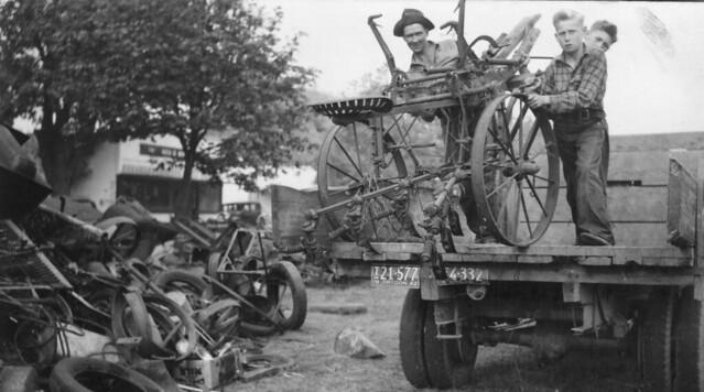 Jake Sonner of the Salvage Committee unloading scrap metal, Salem, Oregon, 1942