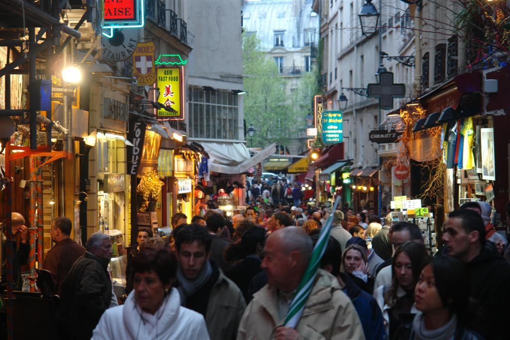 Multitud de turistas visitan cada día el Barrio Latino un paseo por el parisino latin quarter - 2669344298 b900f4b19c o - Un paseo por el parisino Latin Quarter