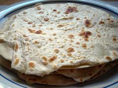 bread(0.0), gã¶zleme(0.0), pupusa(0.0), baked goods(0.0), quesadilla(0.0), bazlama(0.0), roti canai(0.0), meal(1.0), breakfast(1.0), flatbread(1.0), paratha(1.0), tortilla(1.0), roti prata(1.0), food(1.0), piadina(1.0), dish(1.0), roti(1.0), naan(1.0), cuisine(1.0), chapati(1.0),