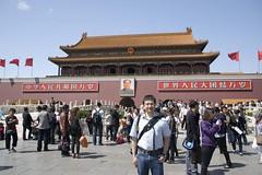 Arian Kriesch mit Mao Zedong am Tianan\'men-Platz