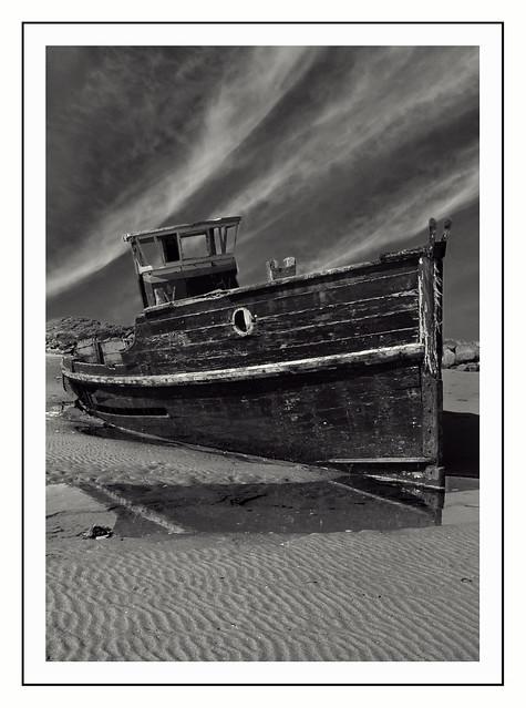 Shipwreck & Sky / Llongddrylliad a Wybren
