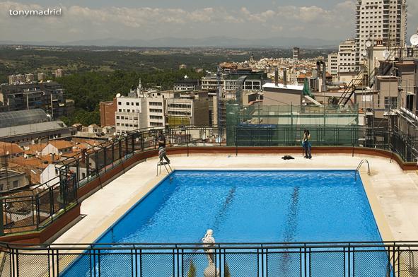 Piscina en la azotea del hotel emperador flickr photo - Piscina hotel emperador ...