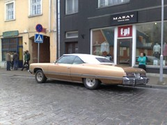 cadillac coupe de ville(0.0), automobile(1.0), automotive exterior(1.0), vehicle(1.0), cadillac calais(1.0), full-size car(1.0), sedan(1.0), land vehicle(1.0), luxury vehicle(1.0),