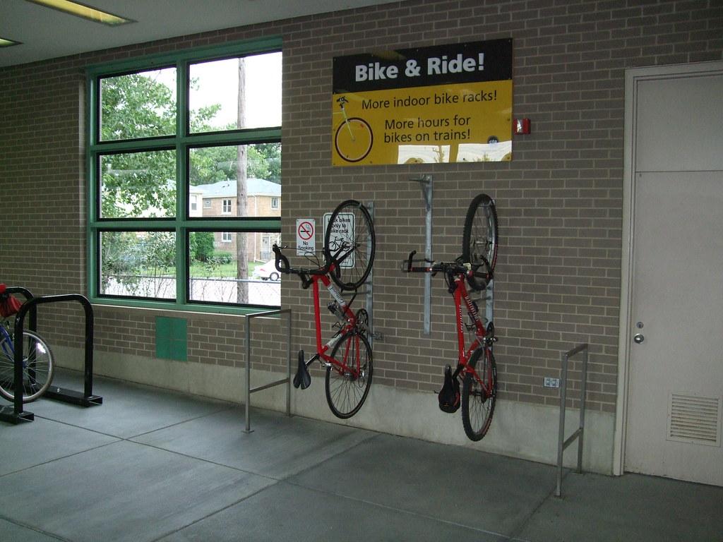 Inside Dempster/Skokie station
