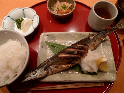 やんも 秋刀魚定食 Grilled Saury