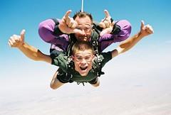 parachute(0.0), windsports(0.0), player(0.0), tandem skydiving(1.0), air sports(1.0), sports(1.0), parachuting(1.0), extreme sport(1.0),