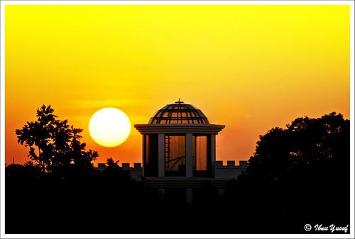 sunset orange yellow sundown silhouettes malaysia dome a200 selangor shahalam section12 cherryontop flickrsbest sonydslr mywinners abigfave anawesomeshot ibnuyusuf mysonia damniwishidtakenthat