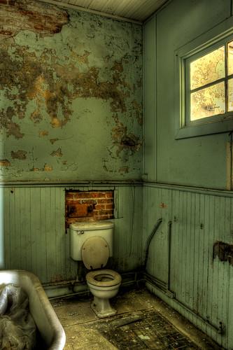 old abandoned canon georgia bathroom eos rebel theater apartments toilet brunswick tub views ritz 50 hdr xsi 450d