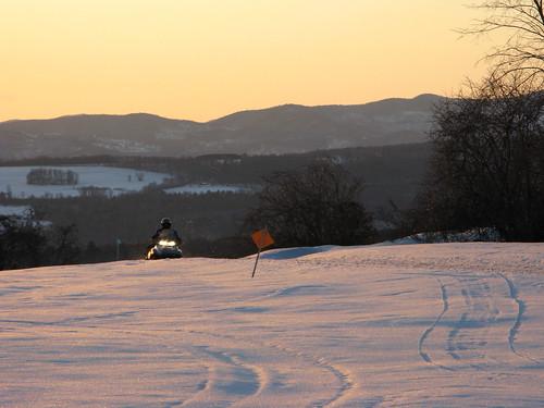 sunset snow motion mountains field sign mobile lights vermont tracks machine vt randolphcenter canong9
