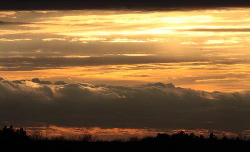 sunset red orange sun canada color colour yellow clouds canon photography photographer ottawa horizon canadian soe 40d mywinners platinumphoto ysplix theunforgettablepictures viamoi goldstaraward rubyphotographer