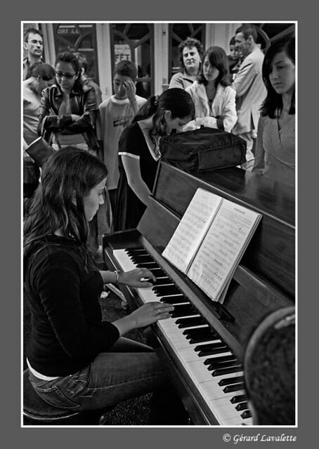 un piano dans la rue.