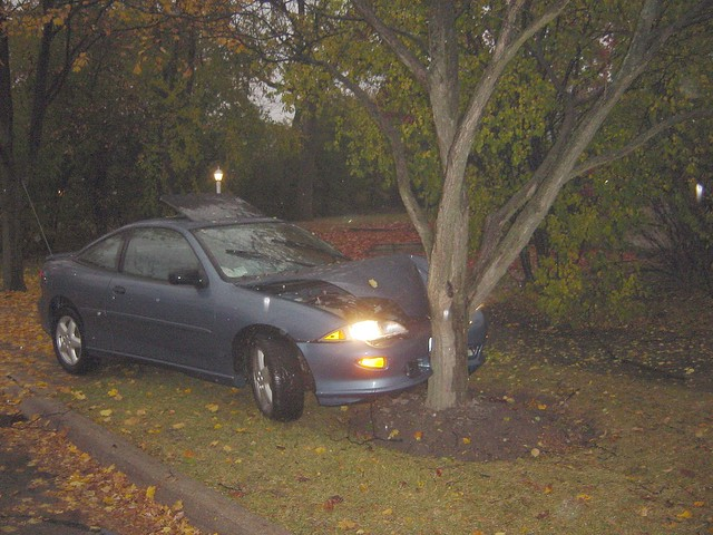 Car Accident Tree Cherokee Heights St Paul