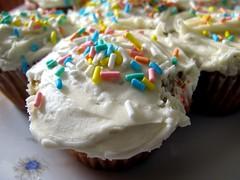 pavlova(0.0), cake(0.0), produce(0.0), baking(1.0), buttercream(1.0), sweetness(1.0), baked goods(1.0), whipped cream(1.0), cupcake(1.0), food(1.0), icing(1.0), cream cheese(1.0), dessert(1.0), cream(1.0),